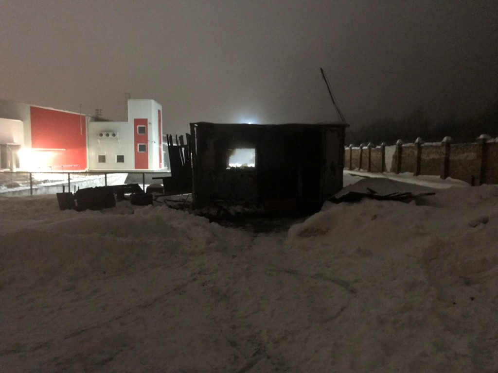 На Бобруйском предприятии в ночь на 29 января загорелся неиспользуемый строительный вагончик. К постовому милиционеру, несущему службу по охране общественного порядка Бобруйского мясокомбината обратился мастер по производству и сообщил о случившемся.