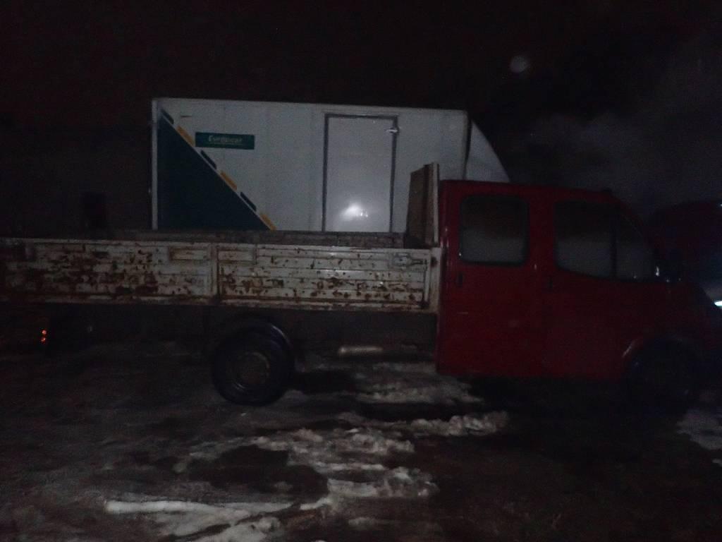 На проспекте Строителей горел вечером «Форд Транзит»