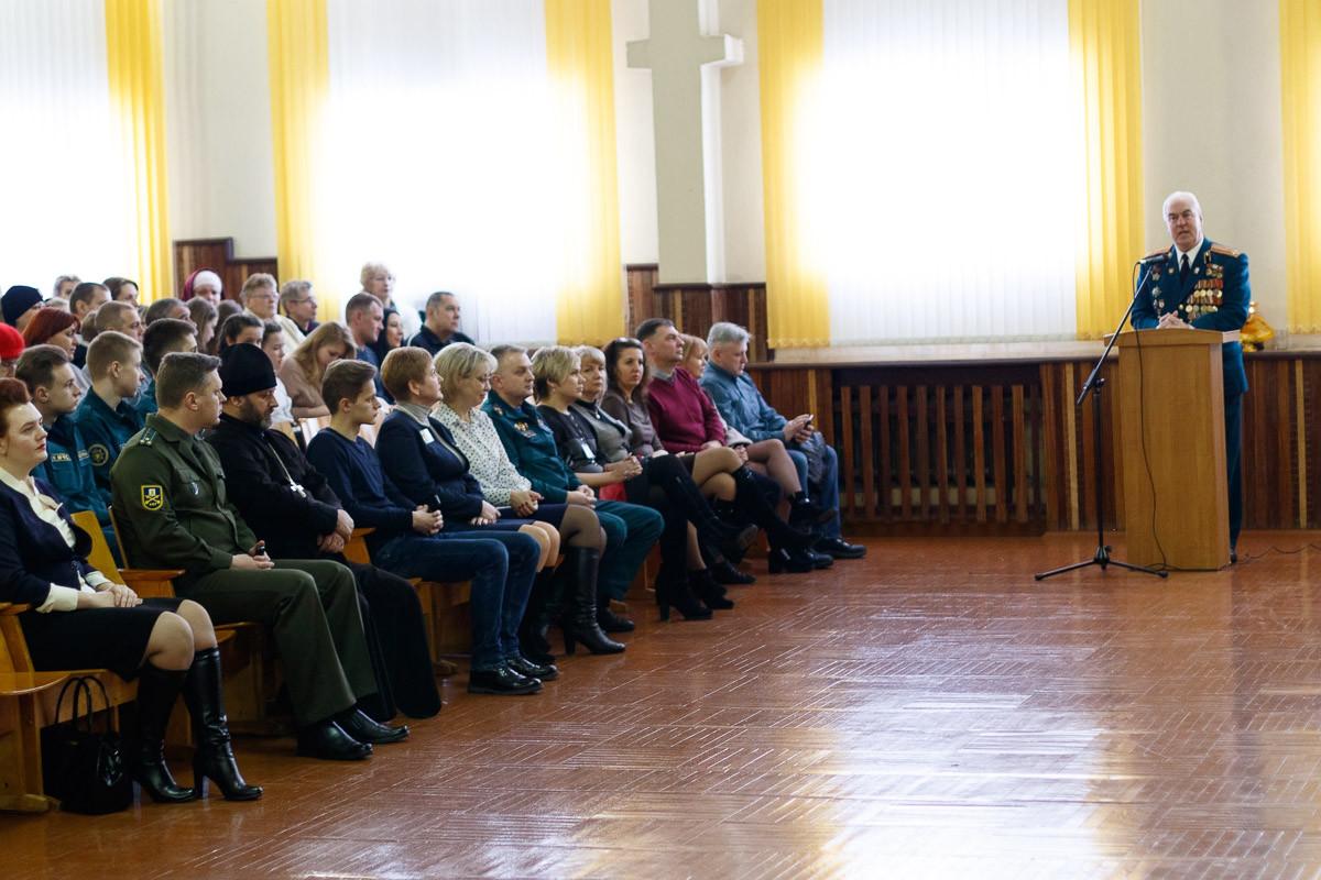 Минувшая суббота стала знаменательной для учащихся средней школы №28 Бобруйска. Здесь в торжественной обстановке прошло посвящение в класс МЧС.