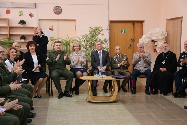 Священник принял участие в церемонии посвящения школьников в кадеты