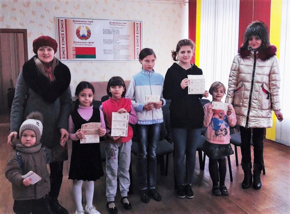Социальная акция «Подари ребёнку сказку» прошла в школе раннего развития «Зернышко»