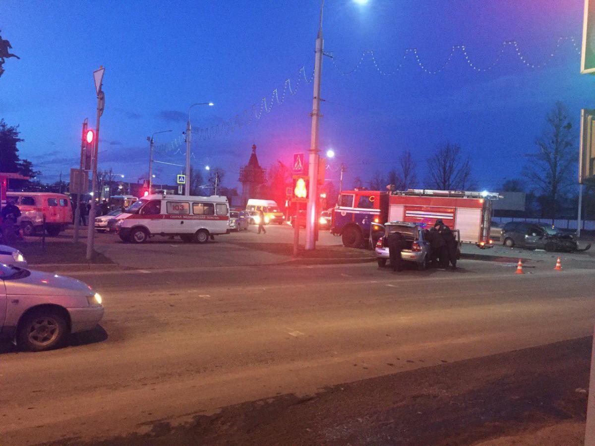 В Бобруйске произошла страшная авария. Фельдшера скорой помощи выбросило в лобовое стекло