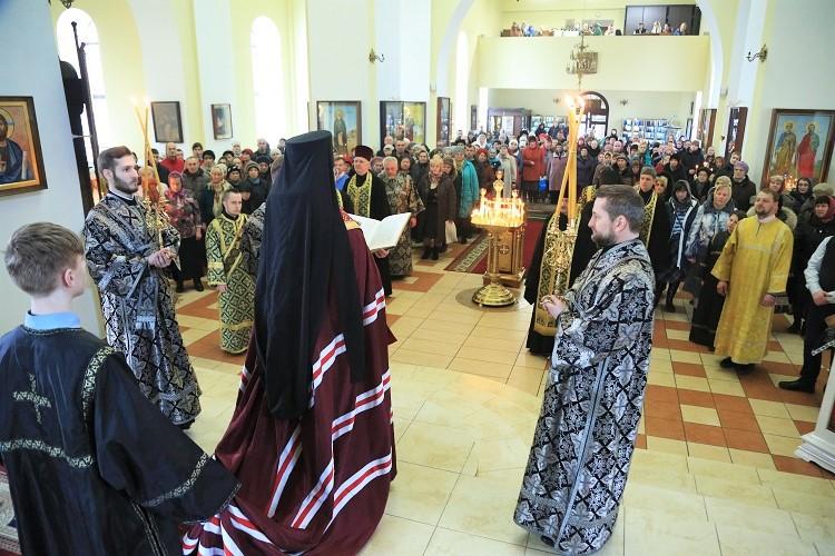 Епископ Серафим совершил чин прощения в Никольском кафедральном соборе Бобруйска