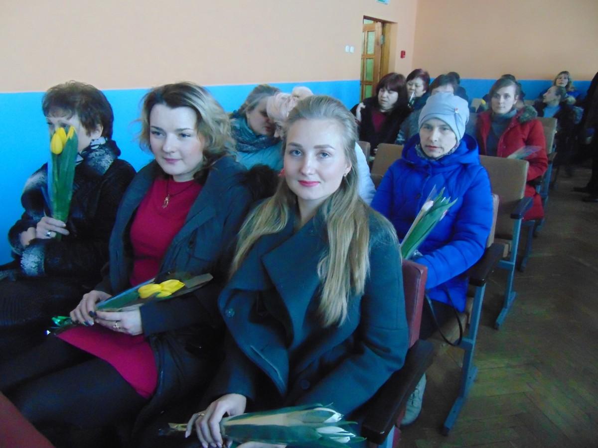 Артисты бобруйского Центра досуга и творчества поздравили тружениц городских предприятий