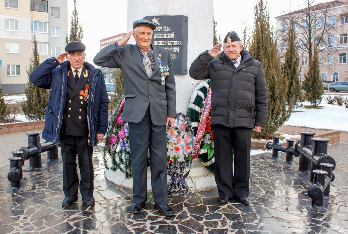 Почтили память моряков