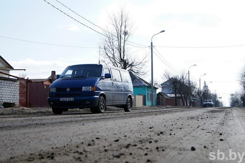 Чтобы жители Бобруйска не испытывали проблем с качеством дорог, на их обустройство в этом году выделено более двух с половиной миллионов рублей.