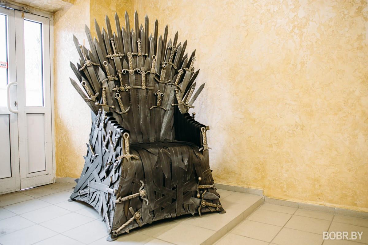 В Бобруйске выковали трон из «Игры престолов»