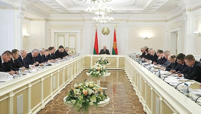 Лукашенко: В районах и городах должны быть созданы условия и стимулы для привлечения трудовых ресурсов