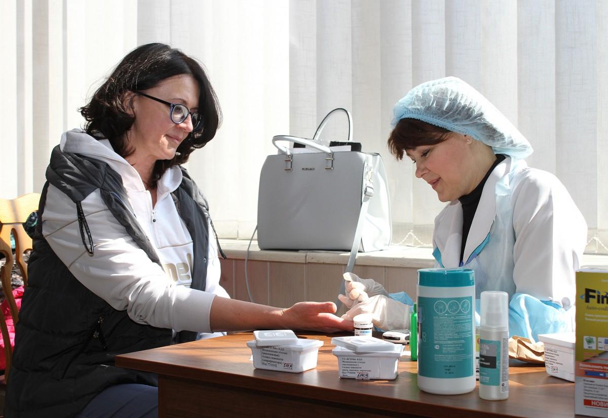 В холле АИКа ОАО «Белшина» развернулась площадка по оказанию медицинских услуг. Поводом для этого мероприятия послужил Всемирный день здоровья.