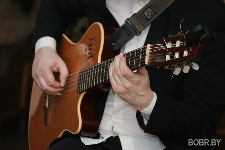 Мировой рекордсмен игры на гитаре Никита Болдырев дал потрясающий концерт и мастер-класс в первой музыкальной школе имени Тикоцкого