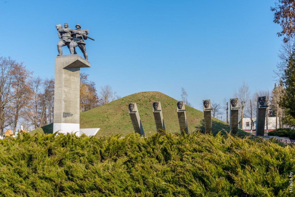Мемориальный комплекс в Сычково