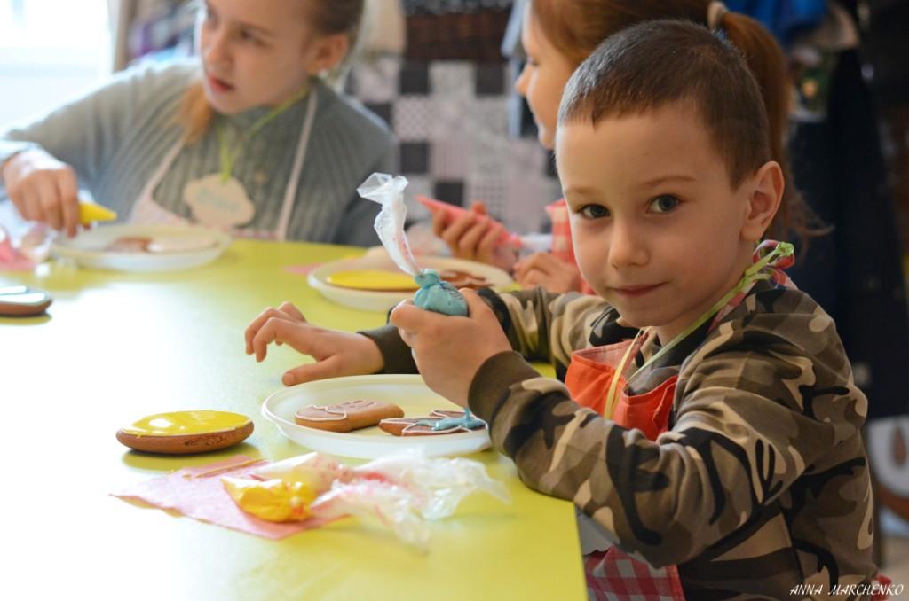 Мастер-класс по росписи пасхальных пряников прошел в воскресной школе Николо-Софийского храма