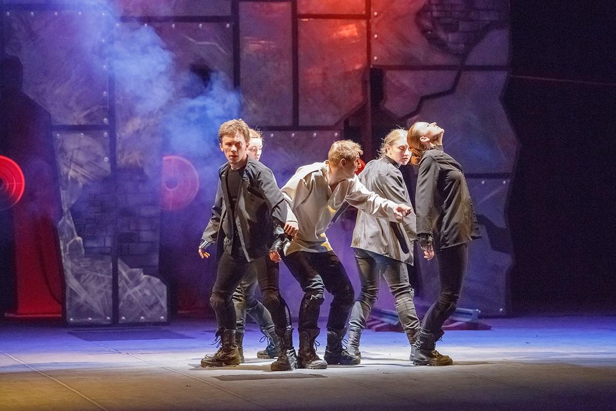 Театр ко Дню Победы приглашает на спектакль «Точки на временной оси»