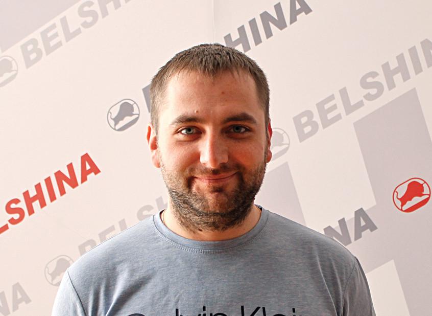 В 2010 году, после освоения специальности «автосервис» в Бобруйском государственном автотранспортном колледже в цех внутризаводского электротранспорта пришел работать слесарем по ремонту и обслуживанию перегрузочных машин Александр Валерьевич Курлович.