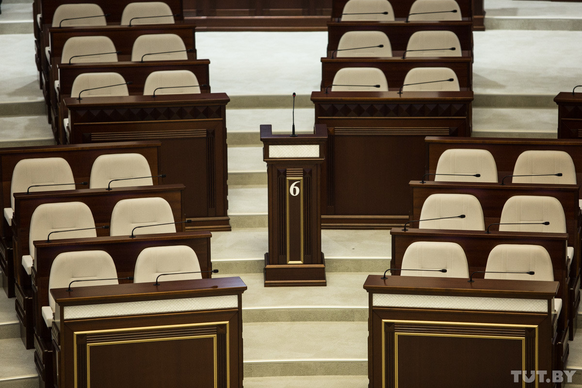 «Ничего хорошего из этого не будет!» Депутаты в парламенте обсудили установку в стране «Табакерок»