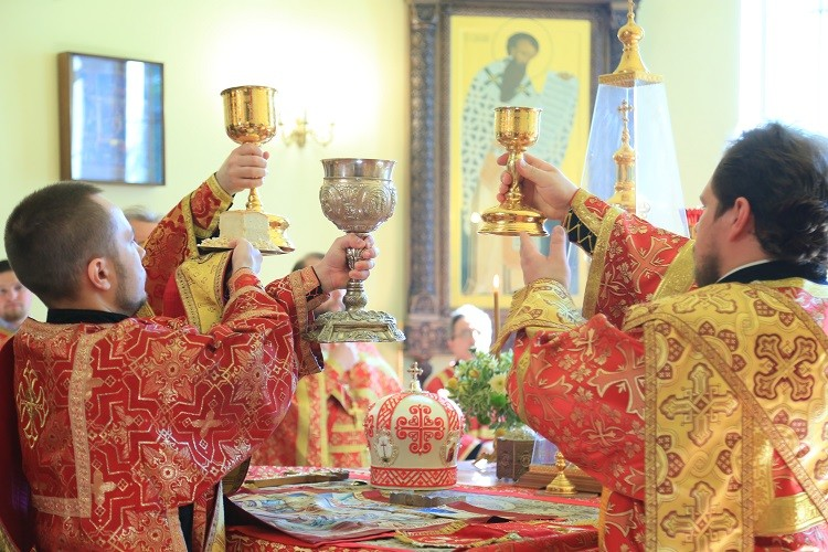 Епископ Серафим возглавил престольный праздник в Никольском кафедральном соборе Бобруйска