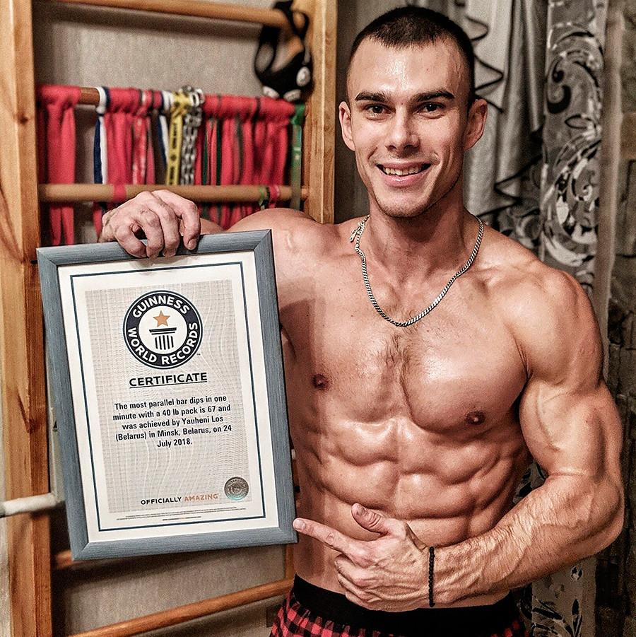 Бобруйский спасатель Евгений Лось дважды попал в Книгу рекордов Гиннеса и останавливаться на этом не собирается