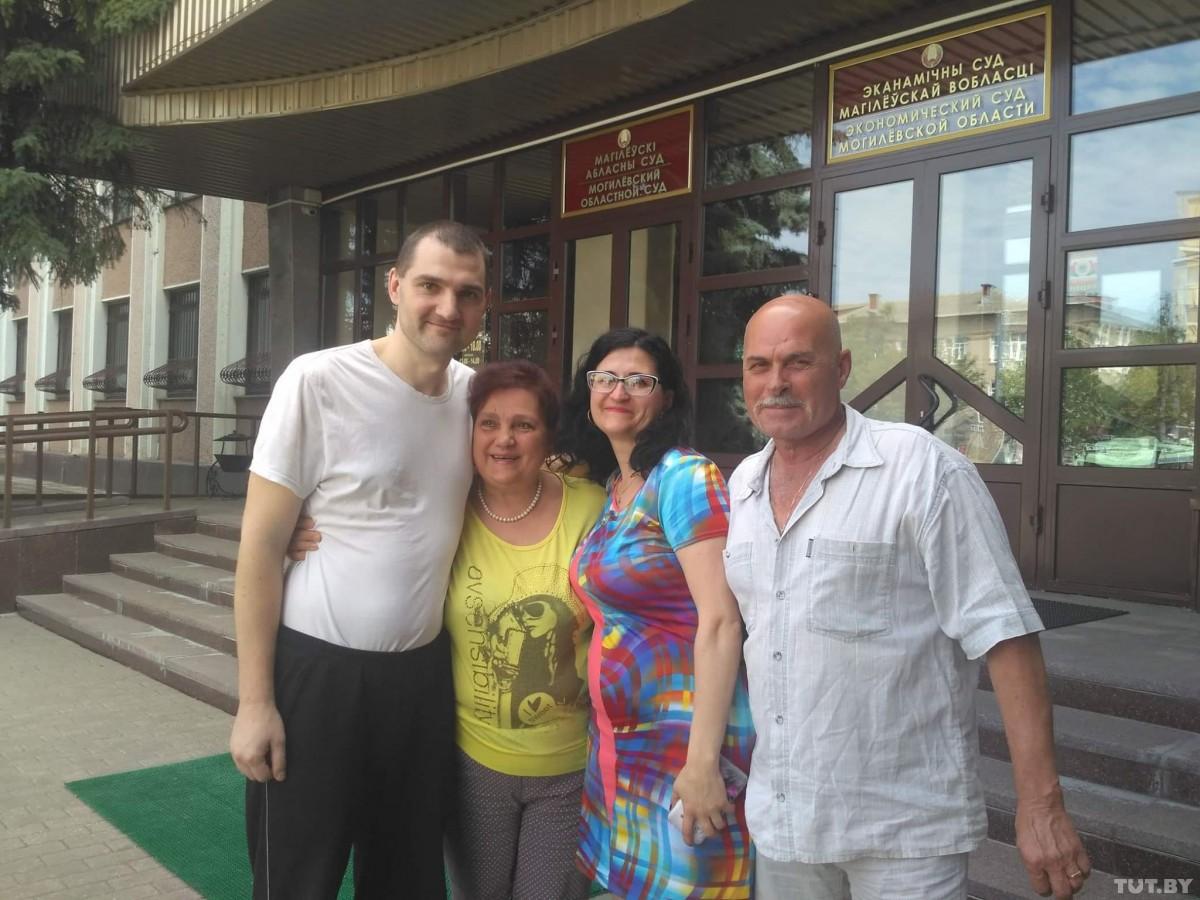 Суд изменил приговор по делу о драке из-за б/у трусов в «секонде» Бобруйска. Владельца освободили