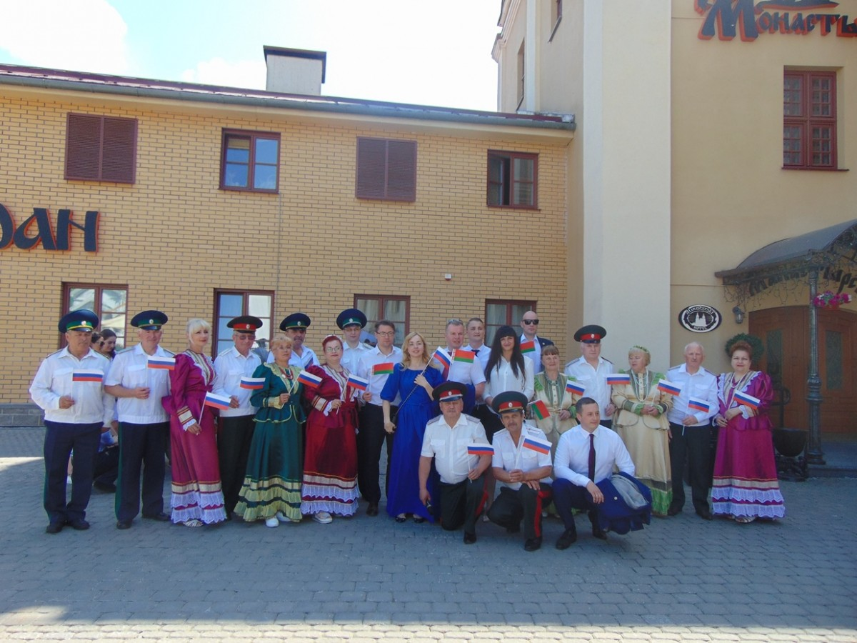 По приглашению Российского посольства, город Бобруйск представил единственный в Могилевской области народный казачий ансамбль «Вольница».