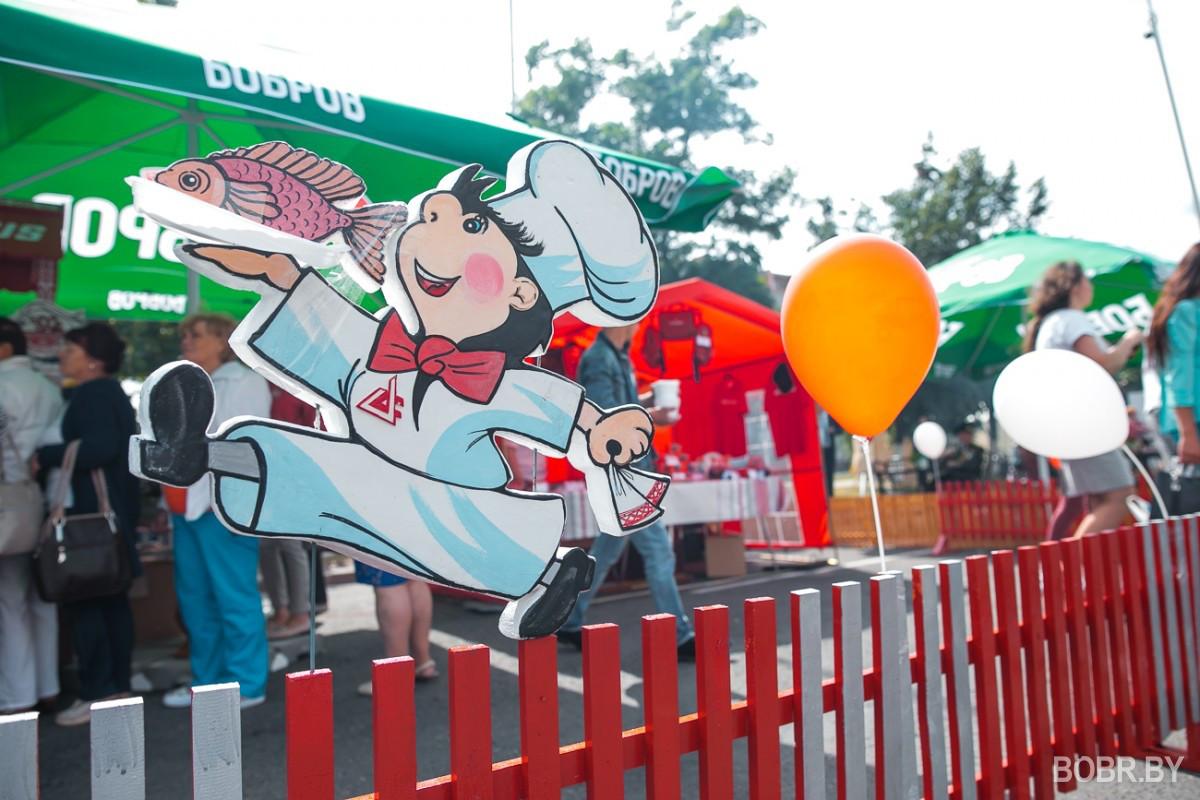 Фестиваль еды: очередь за капустой с колбасками, исчезнувшие драники и фотозона в лодке
