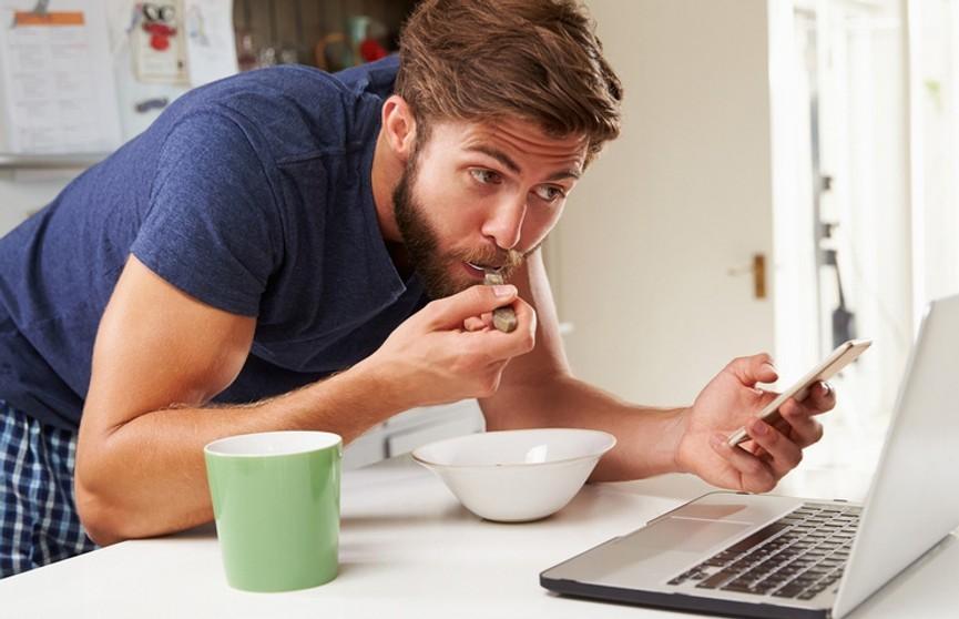 Утро начинается не с кофе: почему, проснувшись, не стоит брать телефон в руки