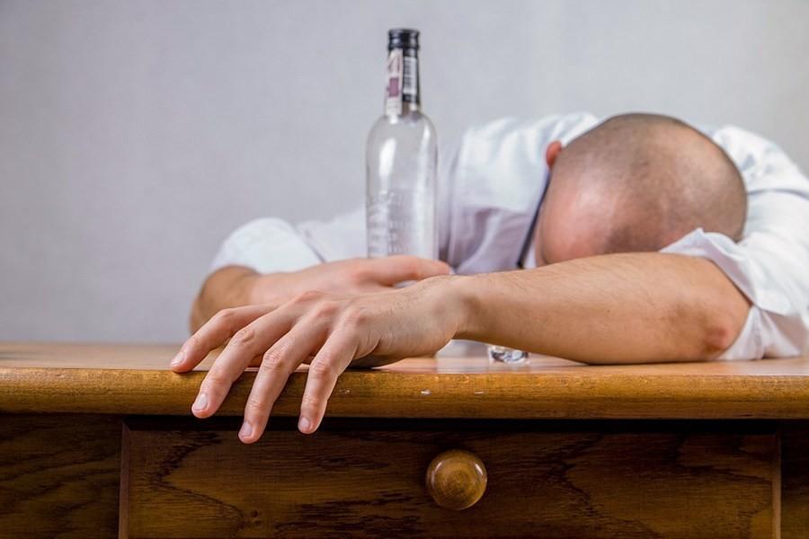 От злоупотребления алкоголем может развиться онкология — ВОЗ