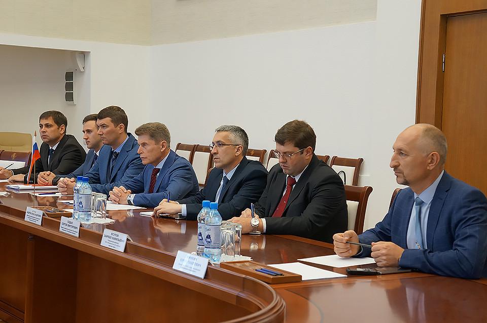 Дорожная и коммунальная техника бобруйского завода заинтересовала губернатора Приморского края