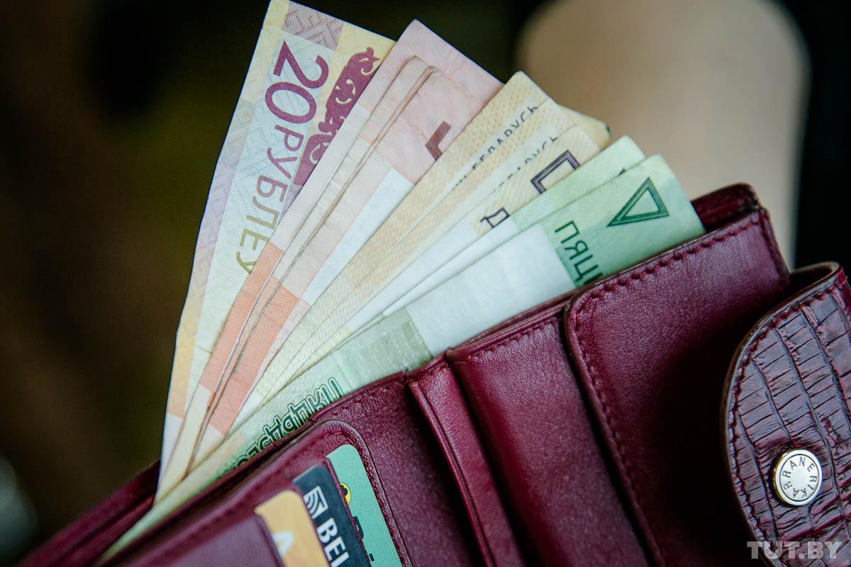 Властям не удается сдержать рост числа предприятий, где задерживают зарплаты и платят до «минималки»
