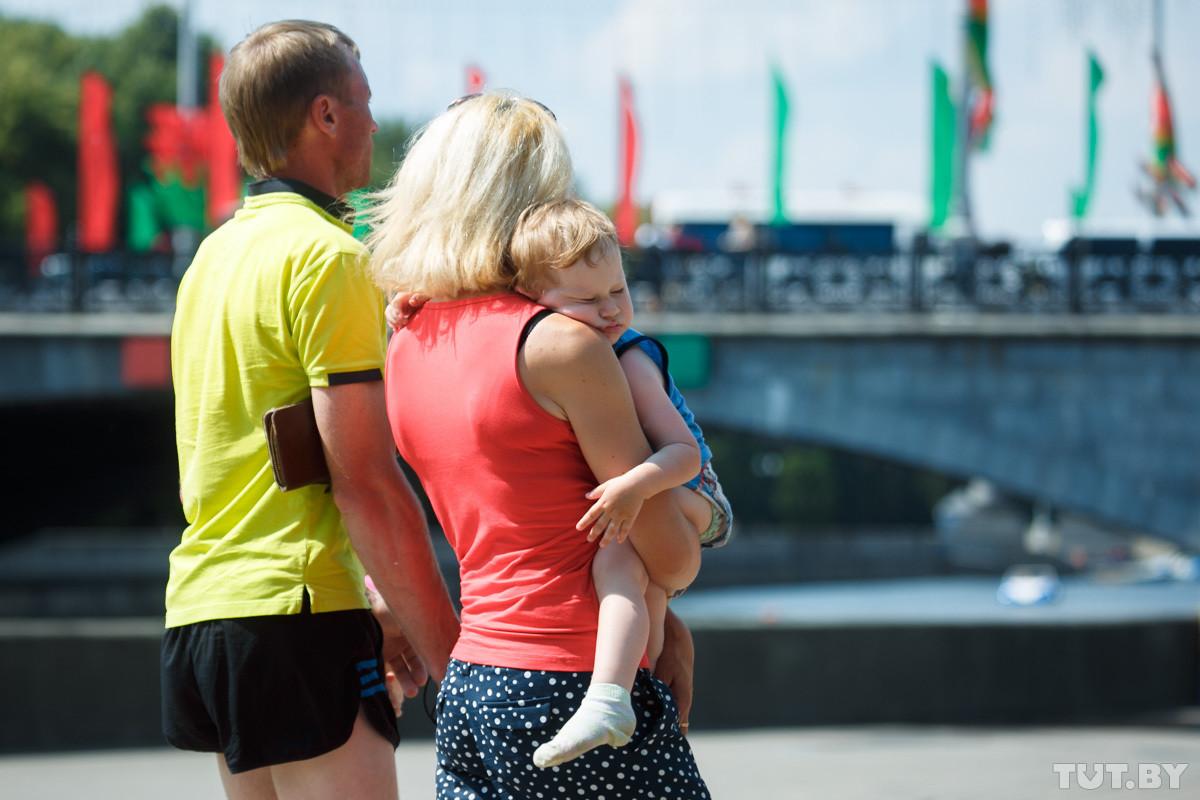В Беларуси для работников с детьми хотят ввести дополнительные льготы
