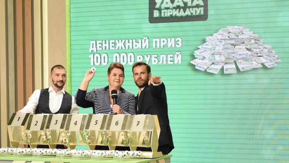 «Мама, я выиграла сто тысяч!» «Спасибо, хлопцы!» Бобруйчанка стала победителем игры «Удача в придачу!»