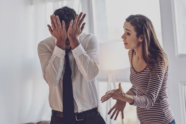 «Ты м***к, испортил мне жизнь!» Психолог рассказывает о других способах обсуждать проблемы в отношениях