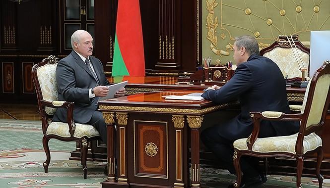 Лукашенко обсудил с главой Минздрава «болевые точки и болезнь» здравоохранения