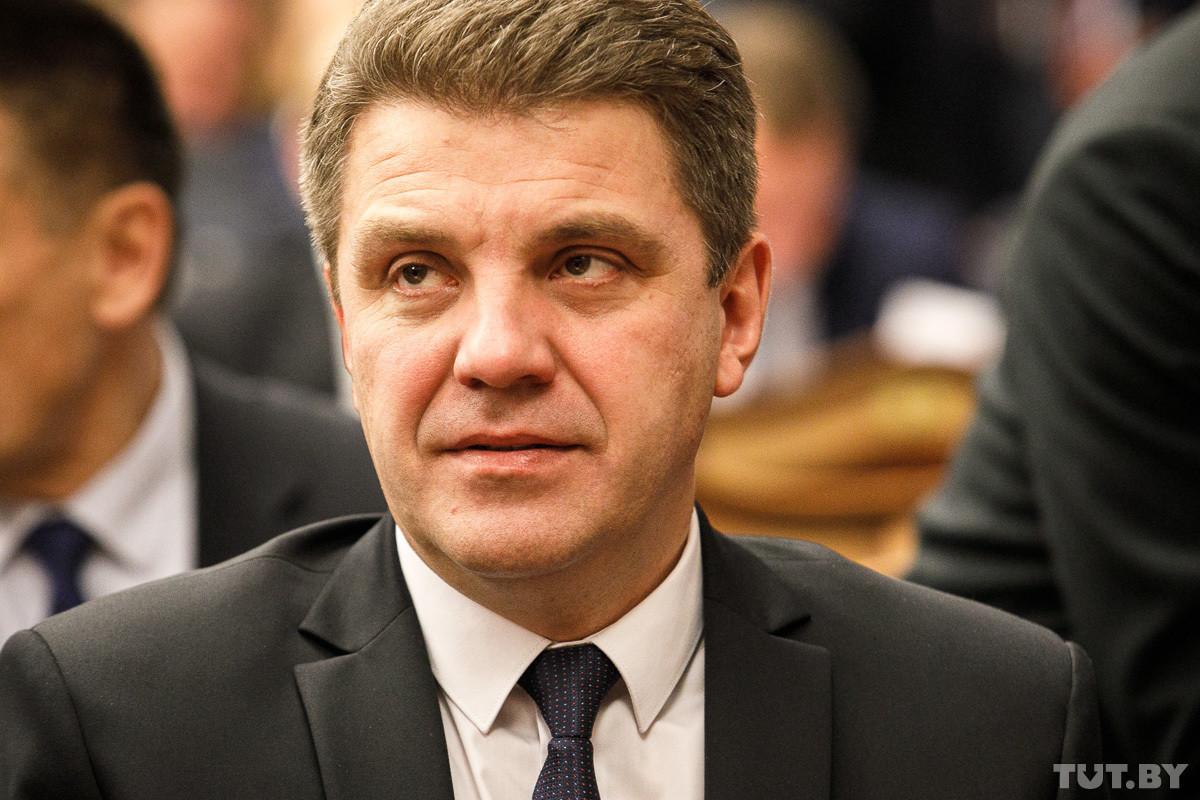 Тарифы на жилищно-коммунальные услуги в текущем году повышаться не будут. Об этом вице-премьер Владимир Кухарев заявил в эфире телепрограмме «Контуры» на ОНТ.