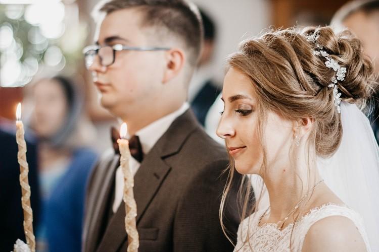 Епископ Серафим совершил Таинство Венчания в Иверском храме Бобруйска