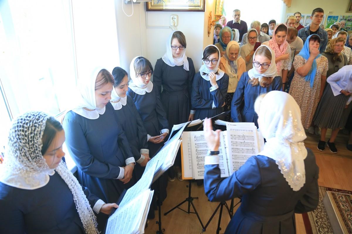 Воскресная Божественная литургия в Елисаветинском храме г. Бобруйска