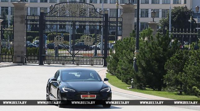 Илон Маск утверждает, что не дарил Tesla Лукашенко