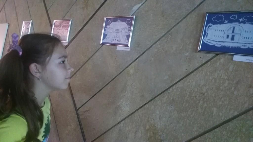 Дворец искусств приглашает на выставку вытинанки