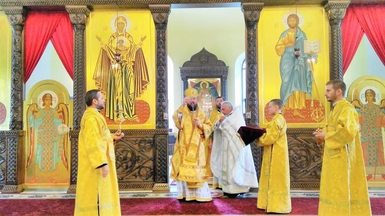 Епископ Серафим совершил Божественную литургию и иерейскую хиротонию в Никольском кафедральном соборе Бобруйска