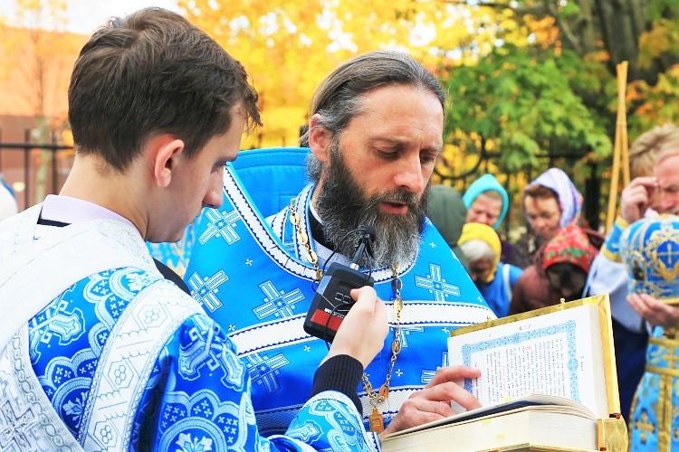 Божественная литургия в день престольного праздника храма в честь иконы Божией Матери «Целительница»