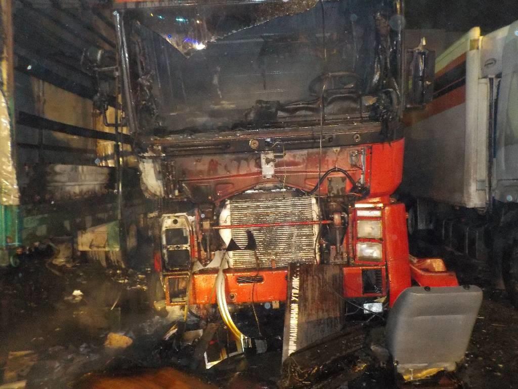 Рано утром 10 ноября, от очевидца, спасателям поступило сообщение о загорании автомобиля на ул. Западной в Бобруйске.