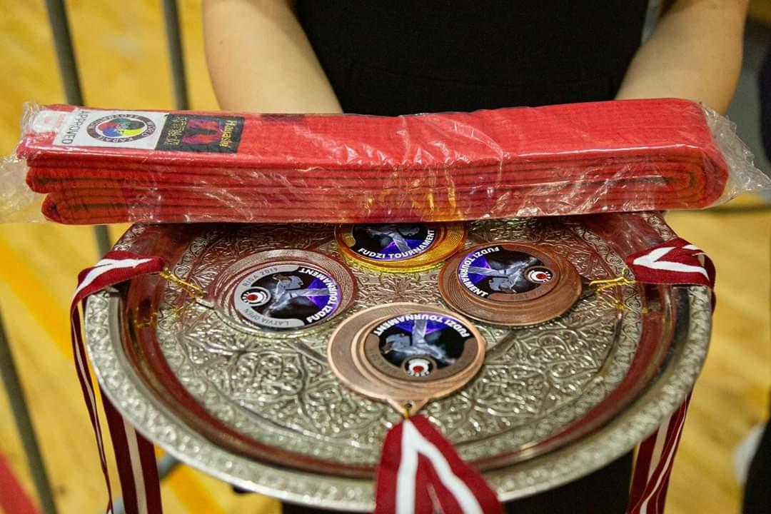 Медали из Саласпилса привезли  наши каратисты