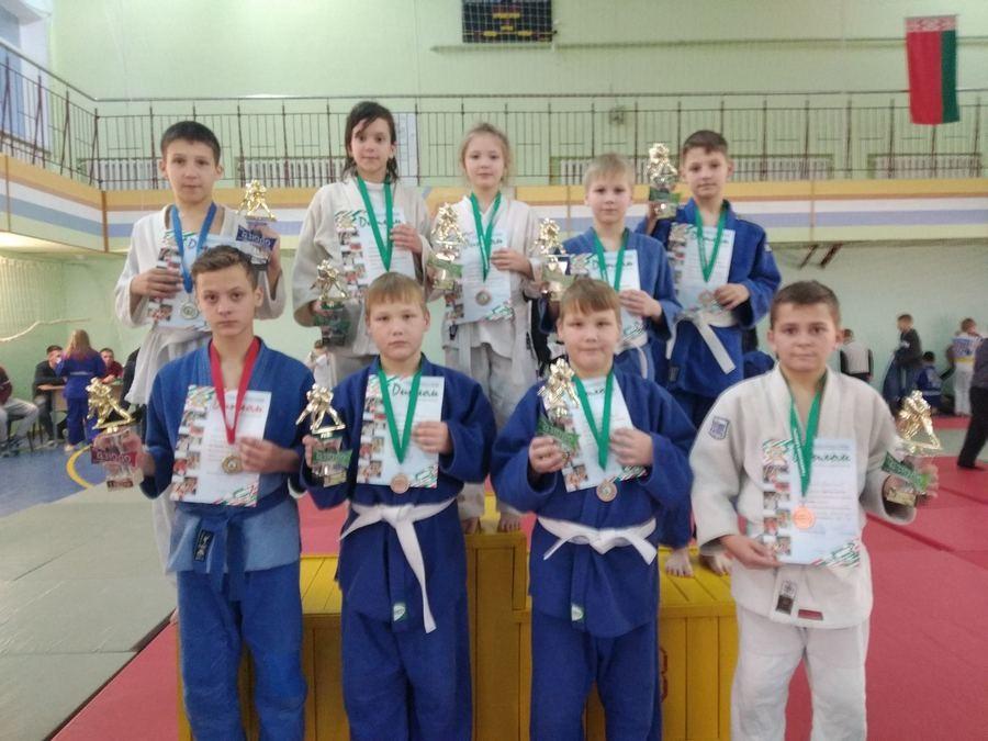 Спартаковские дзюдоисты привезли медали из Чечерска