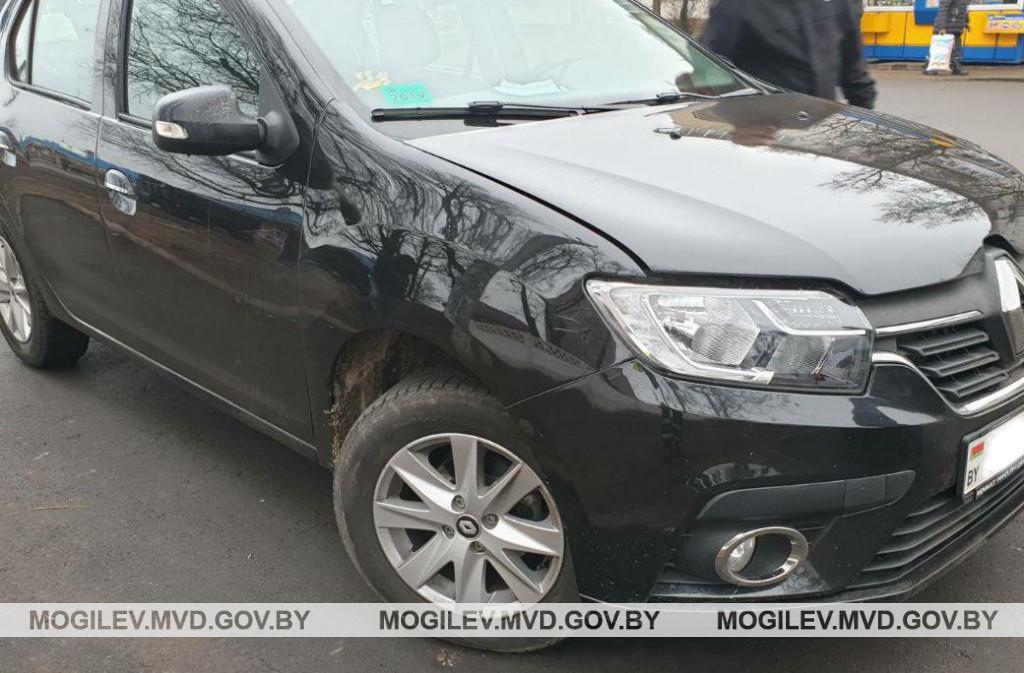 В Бобруйске водитель Renault совершил наезд на 6-летнюю девочку