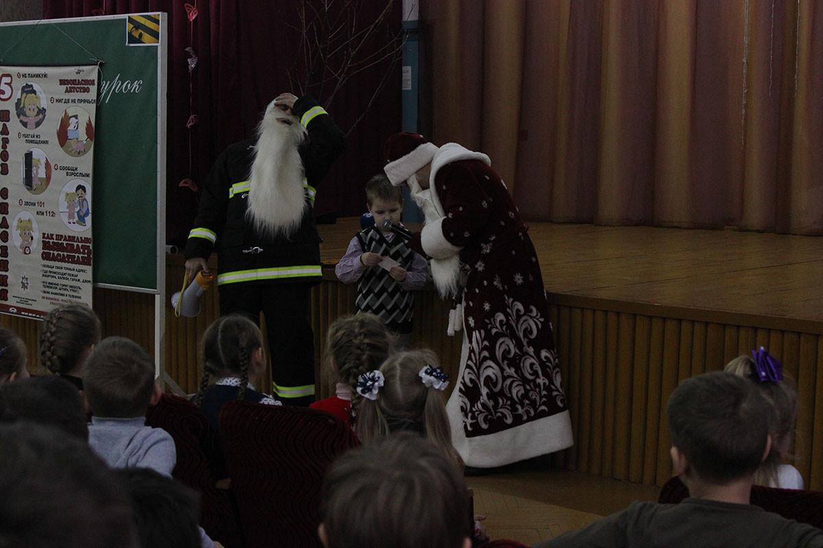 Дед Мороз-спасатель посещает бобруйские школы