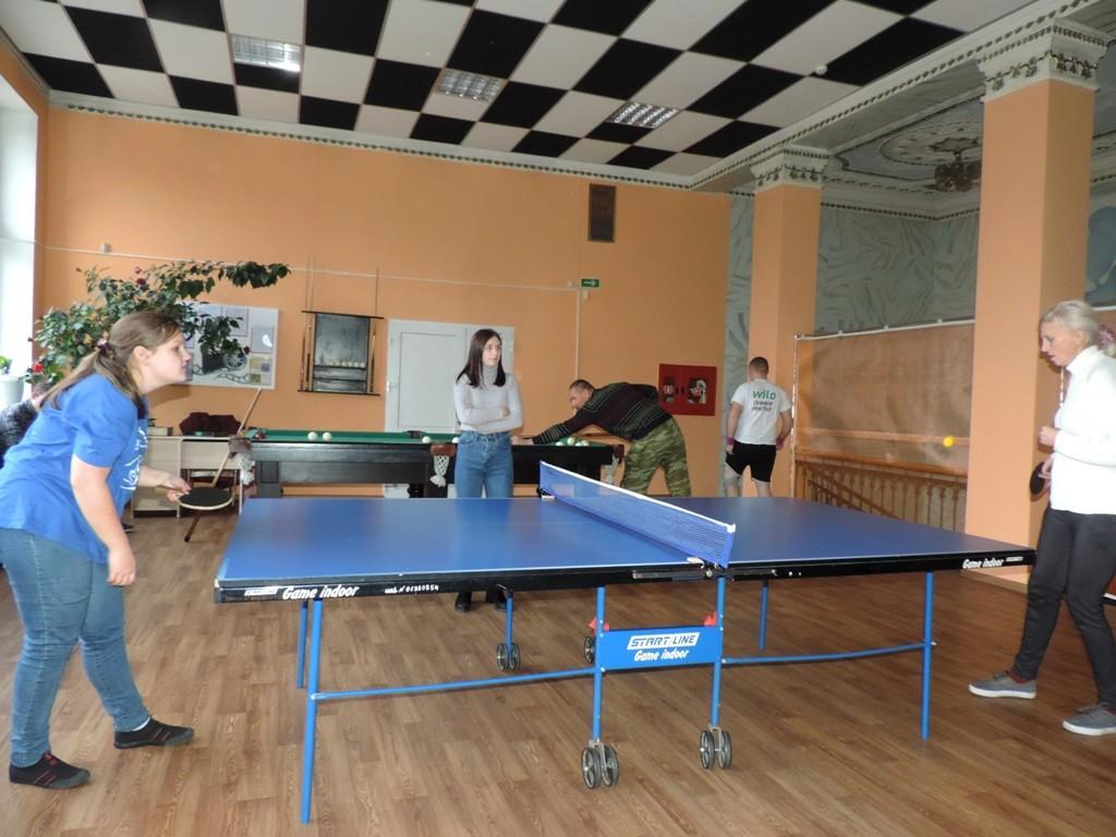 Люди с инвалидностью соревновались в игре пинг-понг