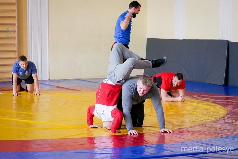 Пополнение в тренерском составе, тренировки по вольной борьбе и товарищеский матч с «Бобруйском»