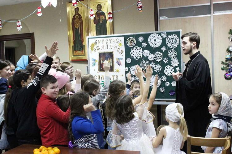 Рождественский утренник прошел в Воскресной школе Свято-Духова храма