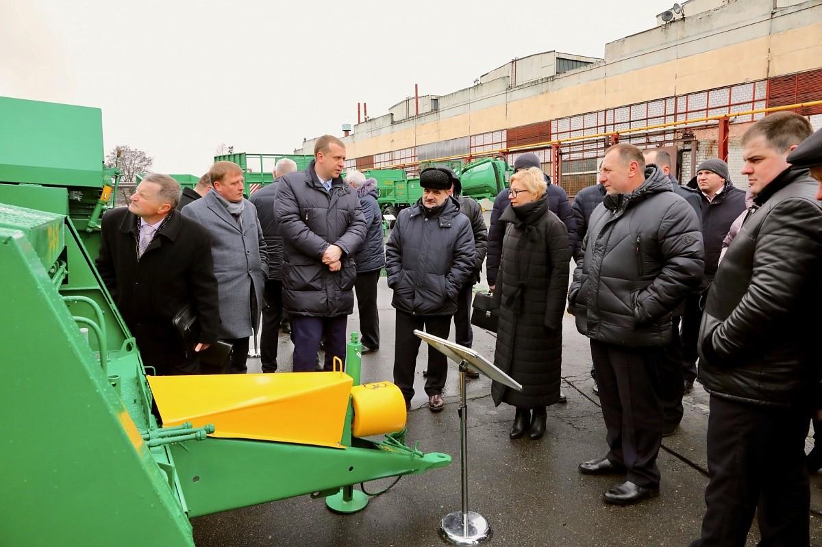 Делегация Брестской области посетила Бобруйскагромаш