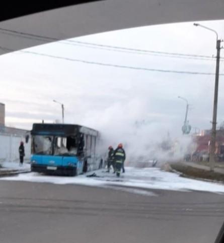в бобруйске до тла сгорел автобус