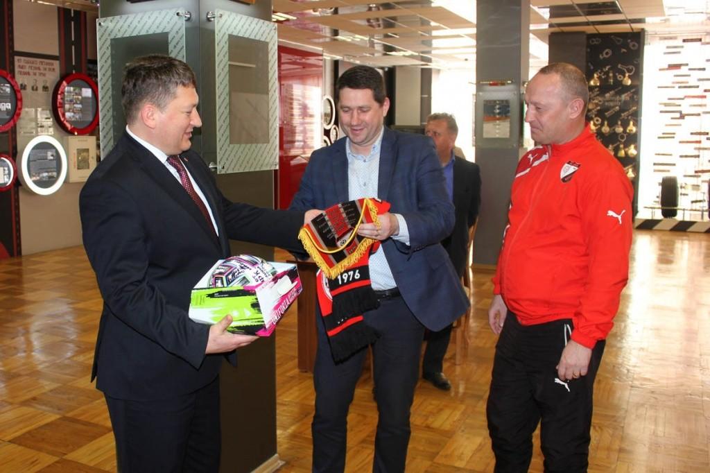 Футболисты ФК«Белшины» посетили ОАО«Белшина»